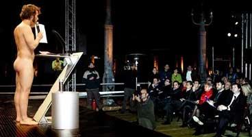 Gràcies Jorge. Protesta pel desallojtament de la Makabra davant la plana major de l'ajuntament de Barcelona.