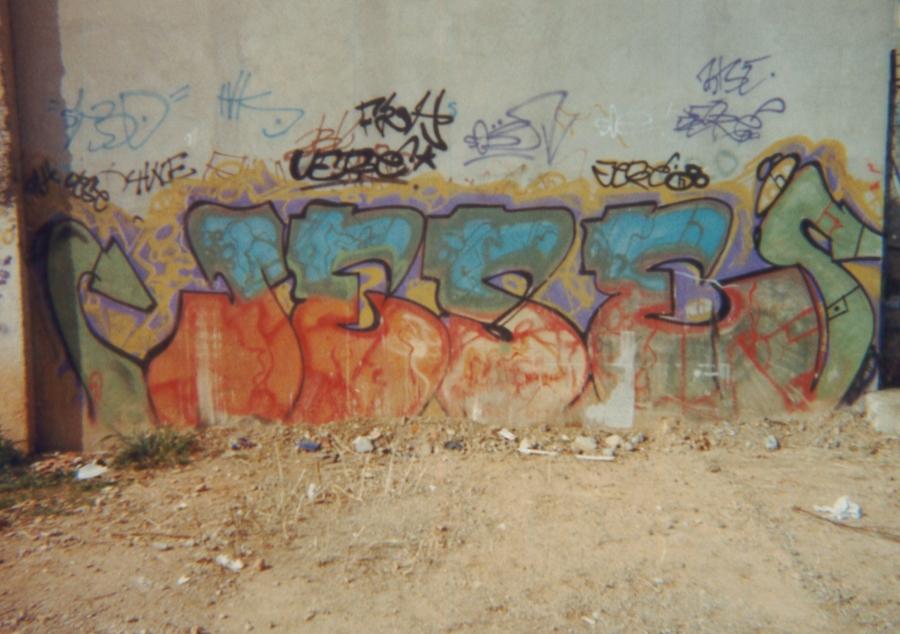 Graffiti de Jese 1991 a les cotxeres de Trinitat Nova